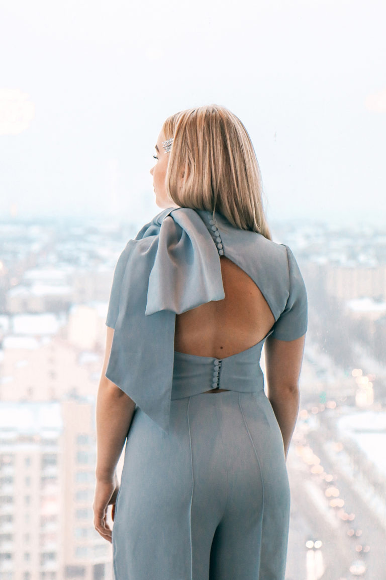 Open back crop top with a bow Juulia Peuhkuri